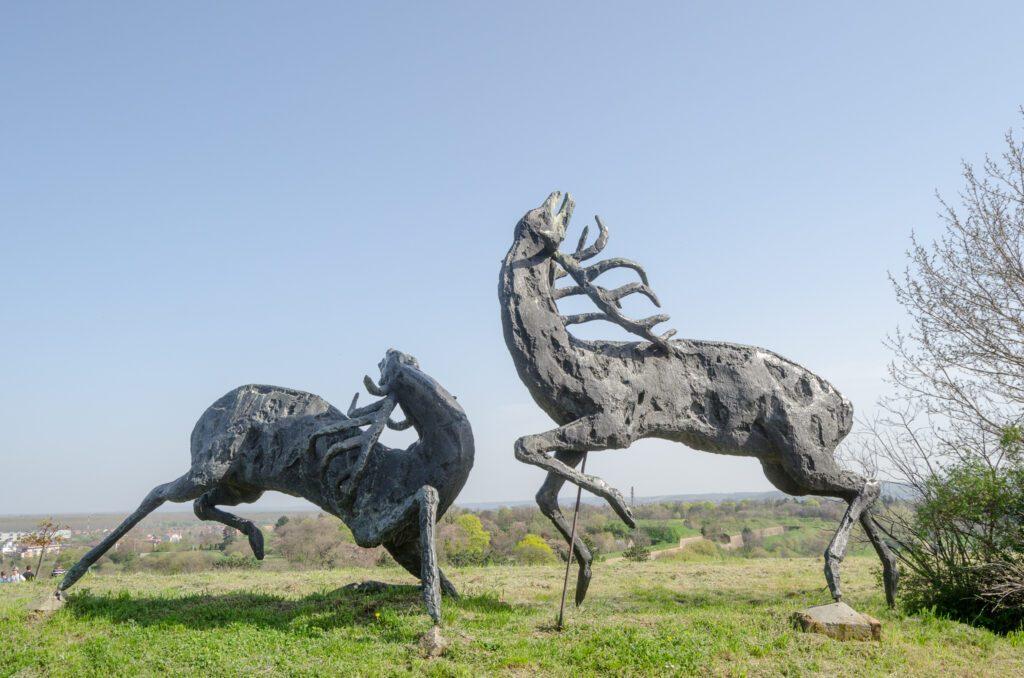 """Skulptura """"Borba jelena"""""""