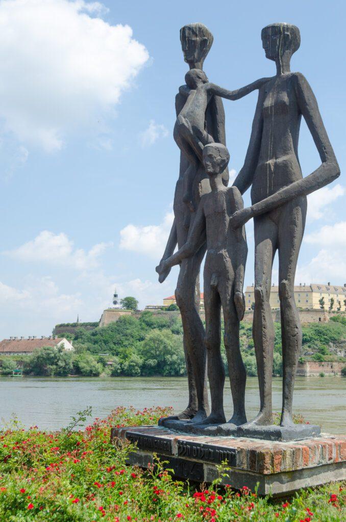 Spomenik Žrtvama Racije u Novom Sadu
