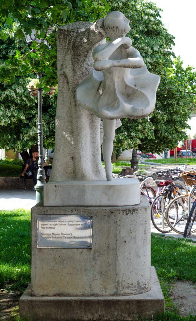 Spomenik Marini Olenjinoj